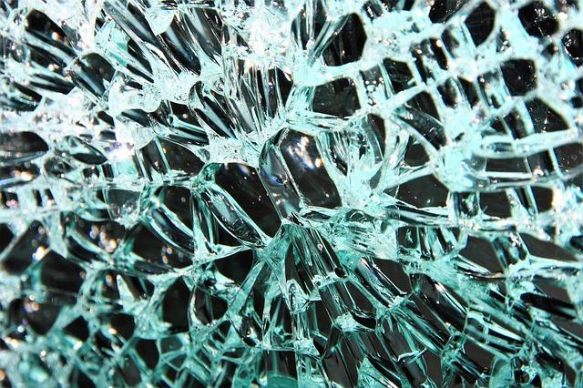glass-3220170_640